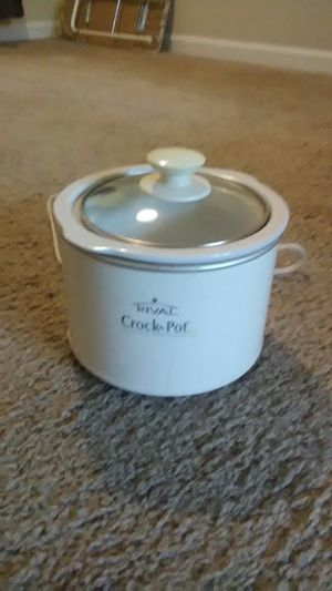 Small crock pot for Sale in Raleigh, NC