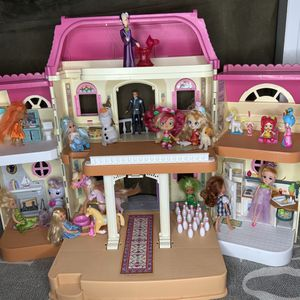 Bundle- Girls Doll House , Toys , & Accessories for Sale in Gresham, OR