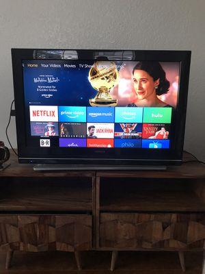 32 inch Hitachi TV negotiable for Sale in Tampa, FL