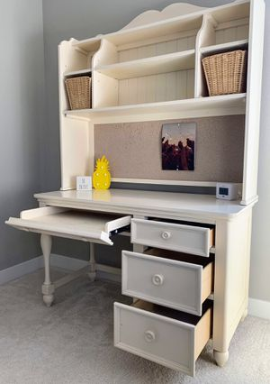 Bedroom Furniture Set (Full Sized Bed, Nightstand, Desk & Chair) for Sale in Madera, CA
