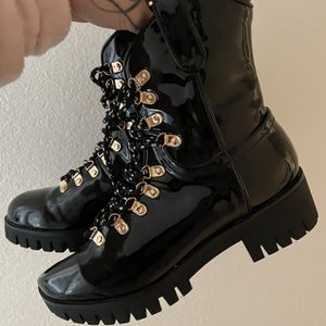 SIZE 7 W BOOTS for Sale in Loma Linda, CA
