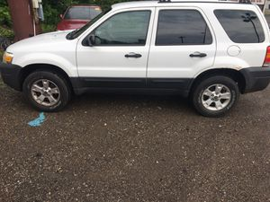 06 Ford Escape XLT 4wd for Sale in Pittsburgh, PA