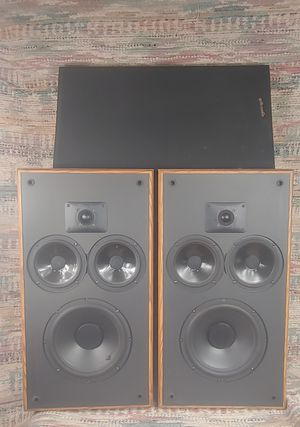 Awesome Polk Audio Monitor 2. M10 Floor Standing Speakers Sound. Great! for Sale in Pittsburgh, PA