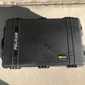 Pelican 1650 Case With Padded Dividers for Sale in Temecula, CA