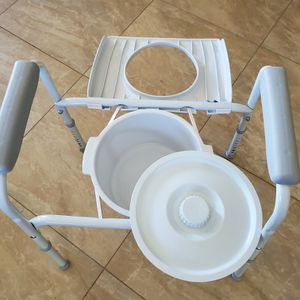 Commode for Sale in Miami, FL