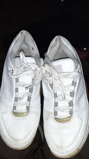 White Converse All Star tennis shoes size 9 and 1/2 for Sale in St. Louis, MO
