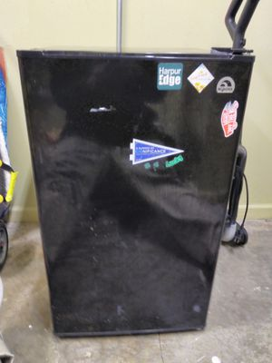 Igloo 3.2 cuft mini fridge for Sale in Binghamton, NY