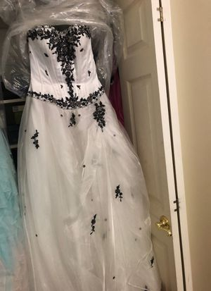 Prom dress black and white. for Sale in Orland Park, IL