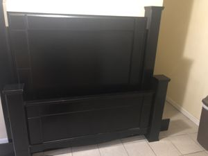 BEDFRAME Headboard and footboard for Sale in New Haven, CT
