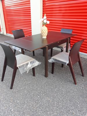 LIKE NEW, Contemporary, Dining/Kitchen Table & Chair Set with 3 adjustable Sizes for Sale in Hampton, VA