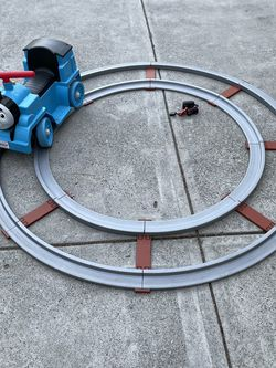 Thomas power wheels ride on with circle track, used twice and in very good condition for Sale in Sunnyvale,  CA