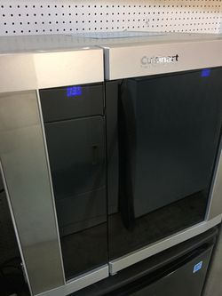 Cuisinart 12 Bottle Wine Cooler. for Sale in Lutz,  FL