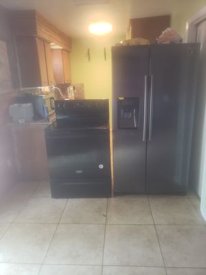 Stove and side by side refrigerator for Sale in Plaquemine, LA
