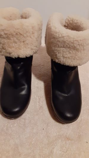 Uggs Black Lynnea Boots Size 7B for Sale in Milford, MI
