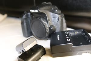 Canon 60d in working conditionwith2battries and charger No lens included for Sale in Washington, DC