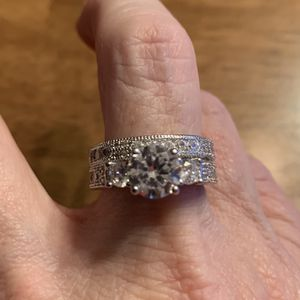 New 2 Piece CZ Silver Wedding Rings Size 9 for Sale in Arlington Heights, IL
