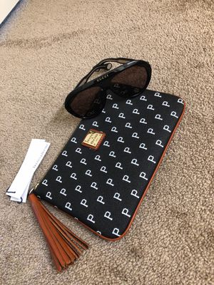 Gucci Glasses and Dooney & Bourke Wallet for Sale in Tracy, CA