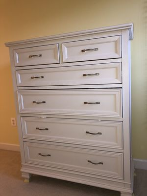 6 drawer Dresser White for Sale in NO POTOMAC, MD