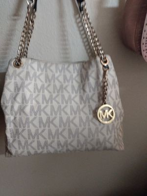 Black and white med size purse call {contact info removed} for Sale in Florissant, MO