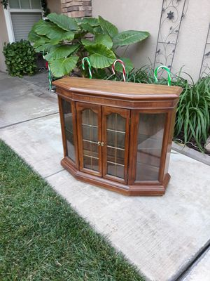 """SMALL VINTAGE LIGHTED CURIO DISPLAY CABINET / ENTRYWAY PIECE (36""""W × 12""""D × 30""""H) for Sale in Corona, CA"""