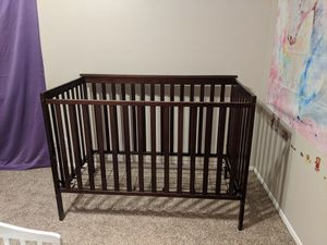 Matching crib and changing table for Sale in Arlington, TX