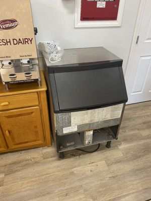 Manitowoc Ice Machine for Sale in Woonsocket, RI