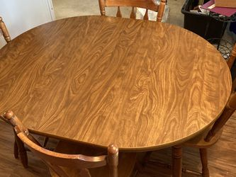 Dining Table And 4 Chairs for Sale in Streetsboro,  OH