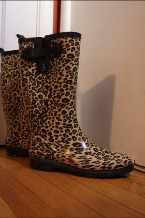 Intrigue women's- rain boots for Sale in Chicago, IL
