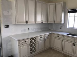 Antique White Kitchen Solid Wood Cabinet Wholesale Warehouse Open to Public for Sale in ROWLAND HGHTS, CA
