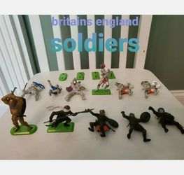 Vintage Britains Deetail Warriors 11 Figures And 4 Separate Green Metal Stand for Sale in Falls Church,  VA