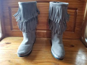 New MINNETONKA Grey Moccasin Fringe Boots Size 11 for Sale in Beaverton, OR