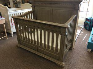 Convertible crib with mattress for Sale in Boca Raton, FL