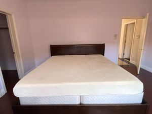 King size Tempur-Pedic bed and frame for Sale in Arcadia, CA