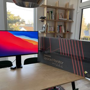 32 Inch 4K Ultra HD Monitor - Samsung Space Monitoe for Sale in Portland, OR