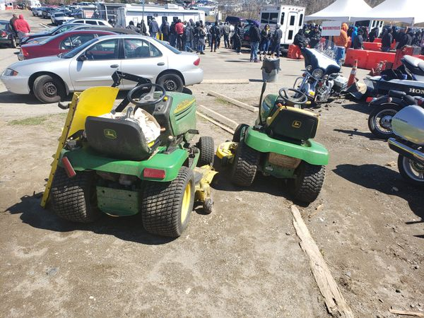 John Deer GT 235 lawn tractor with snow plow an chain runs greate !!!!