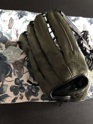 Baseball/softball glove for Sale in Issaquah, WA