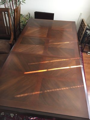 Dining Room Table and Chairs for Sale in Ashburn, VA