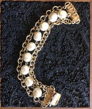Vintage 3 strand pearl and gold tone chain bracelet for Sale in Moon, PA