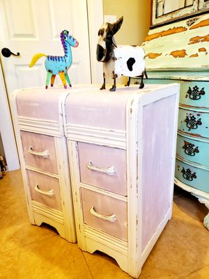 CUTIE PIE MATCHING WATERFALL END TABLES for Sale in Auburn, WA