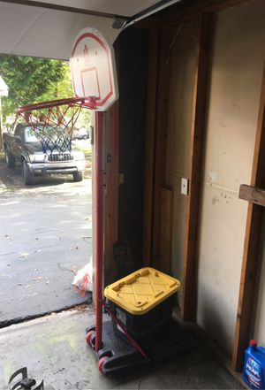 Basketball hoop for Sale in Lynnwood, WA