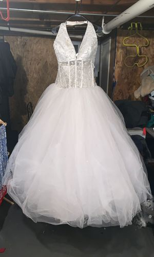 """Wedding dress the size is """"18"""" for Sale in Leominster, MA"""
