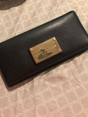 Authentic Marc Jacobs leather wallet for Sale in Chandler, AZ