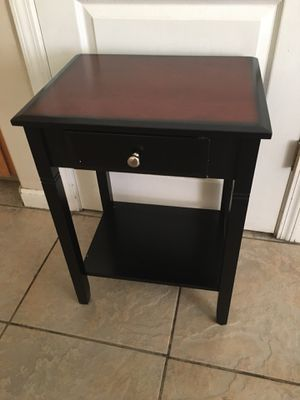 "End table H24xW18"" for Sale in Bakersfield, CA"