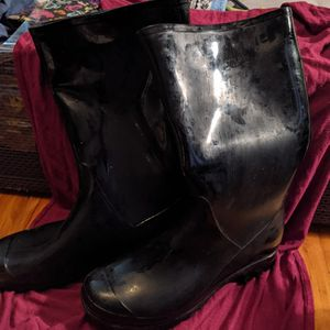 Knee Boot Rubber Black for Sale in Baton Rouge, LA