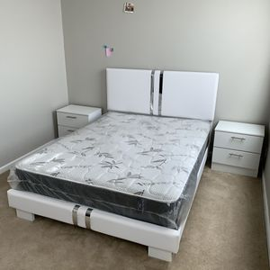New queen white and silver 4 pieces bedroom set FREE DELIVERY and installation. Bed frame, mattress 2 night stands for Sale in Davie, FL