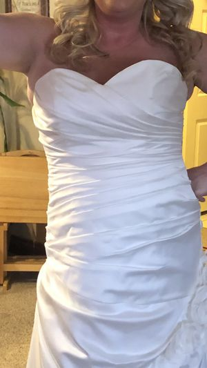 Wedding dress size 12-16 corset back for Sale in Columbus, OH