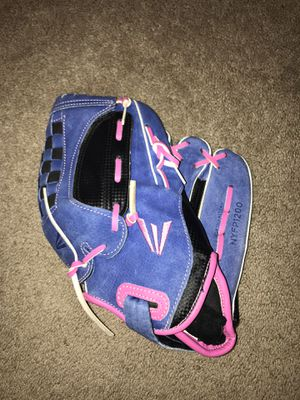 Easton 12 inch Youth Softball/Baseball Glove for Sale in Burien, WA