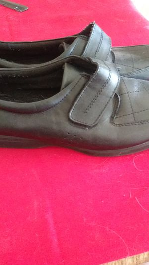 Free Great comfort work shoes for women for Sale in Las Vegas, NV