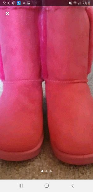 NEW!! Girl's Fuzzy Fur Boots sz 5 Nice Gift!🎁🎀🎊🎉 for Sale in Indianapolis, IN