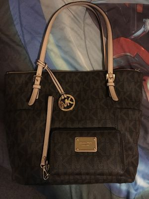 Michael kors top zip purse and wristlet very good condition no trades please sold together only for Sale in El Paso, TX